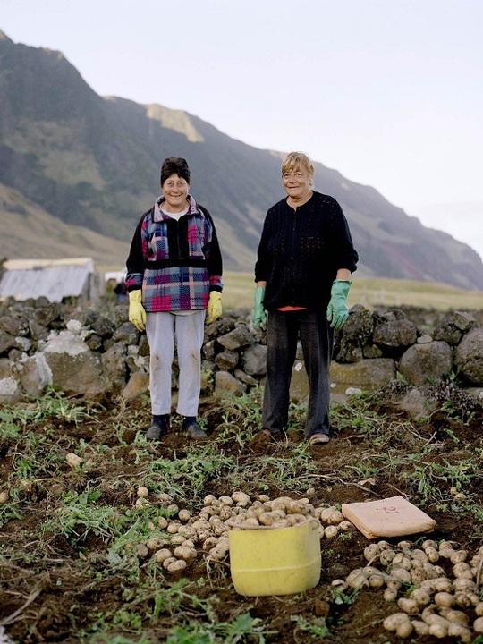 Cuộc sống trên đảo hẻo lánh nhất thế giới - Ảnh 7.