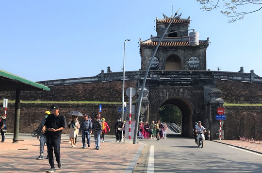 Sau ca nhiễm Covid-19 thứ 2, Thừa Thiên - Huế tạm đóng cửa các điểm tham quan - Ảnh 1.