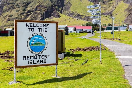 Cuộc sống trên đảo hẻo lánh nhất thế giới - Ảnh 3.