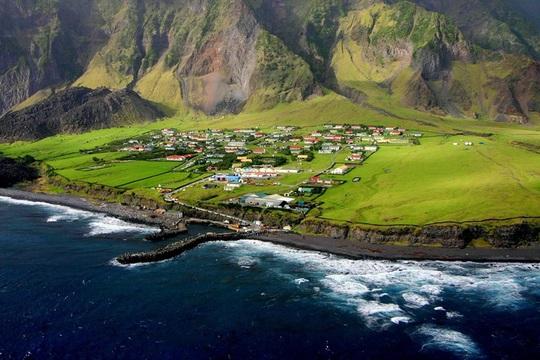 Cuộc sống trên đảo hẻo lánh nhất thế giới - Ảnh 2.