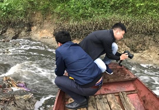 Chưa rõ nguyên nhân hơn 11 tấn cá chết bất thường trên sông Chu - Ảnh 2.