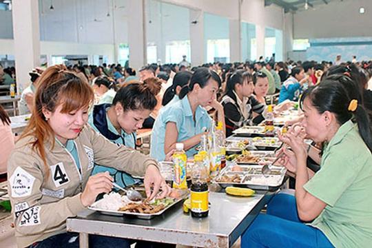 Nâng bữa ăn giữa ca công nhân lên 22.000 đồng/suất - Ảnh 1.