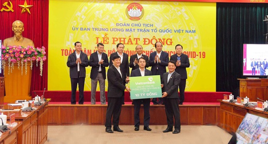 Vietcombank ủng hộ 10 tỉ đồng tại Lễ phát động toàn dân chung tay phòng, chống dịch Covid-19 - Ảnh 1.