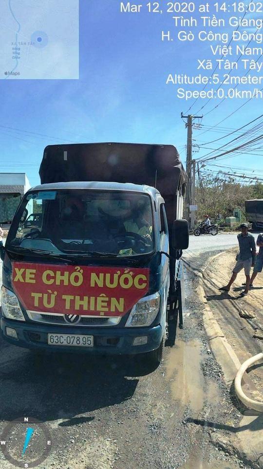 Biệt đội chở nước ngọt về cấp miễn phí cho dân vùng hạn mặn - Ảnh 2.