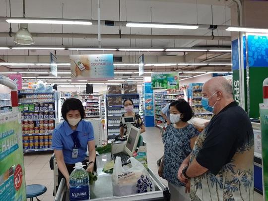 Hơn 800 siêu thị, cửa hàng của Saigon Co.op đang giảm giá thực phẩm - Ảnh 1.