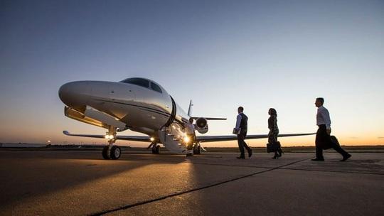 Giới siêu giàu chật vật tìm thuê máy bay riêng - Ảnh 1.