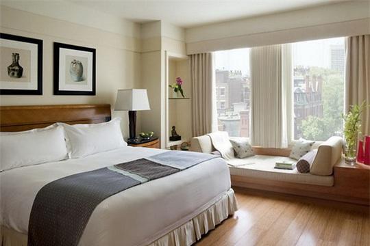 Vì sao phòng ngủ trong khách sạn không có gối ôm? - Ảnh 1.