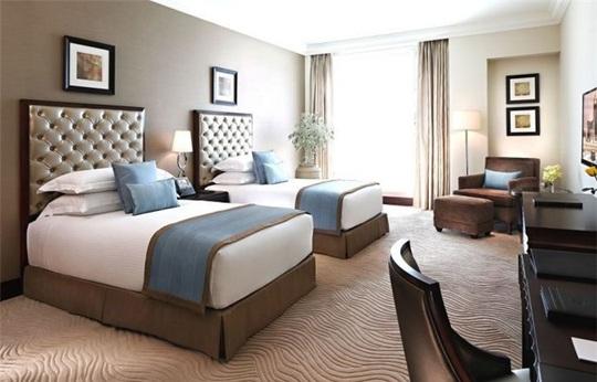 Vì sao phòng ngủ trong khách sạn không có gối ôm? - Ảnh 3.
