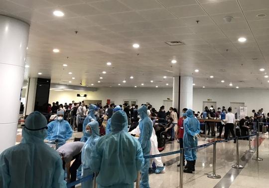 280 bác sĩ, y tá về hưu và 700 sinh viên y tình nguyện đi chống dịch Covid-19 - Ảnh 5.