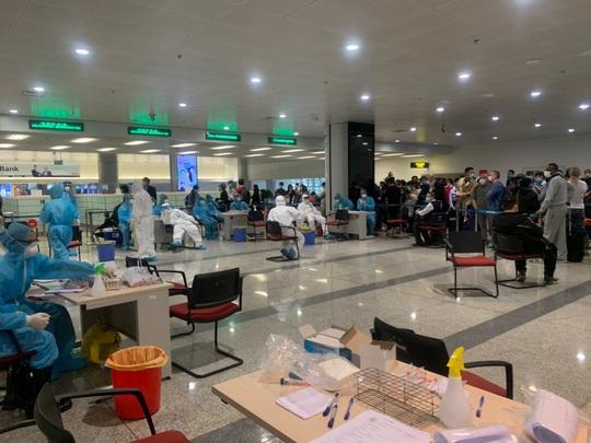 280 bác sĩ, y tá về hưu và 700 sinh viên y tình nguyện đi chống dịch Covid-19 - Ảnh 4.