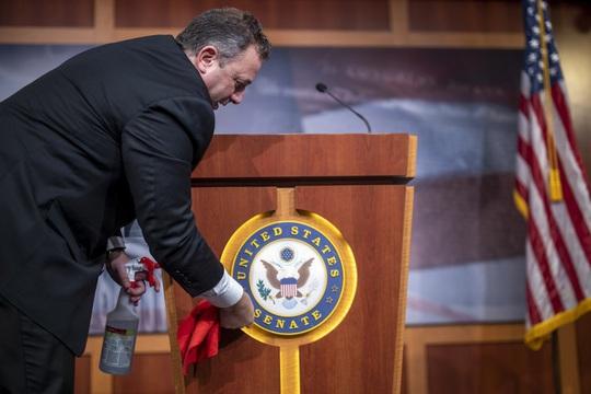 Covid-19 ở Mỹ: Thượng viện thông qua gói hỗ trợ thứ hai trị giá 104 tỉ USD - Ảnh 1.