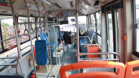 CLIP: Xe buýt TP HCM vắng khách kỷ lục! - Ảnh 4.