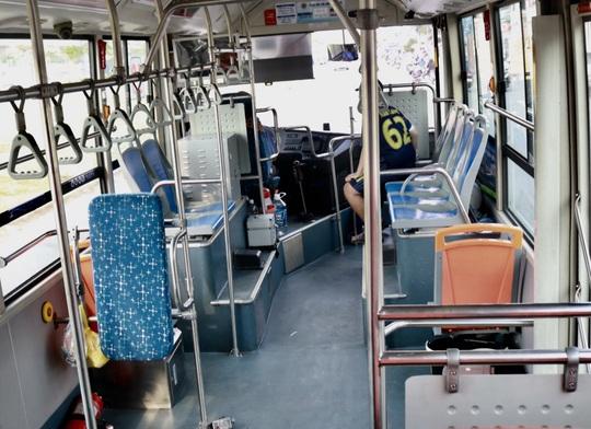 CLIP: Xe buýt TP HCM vắng khách kỷ lục! - Ảnh 8.