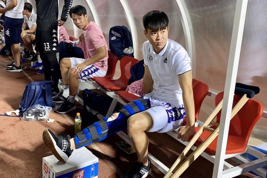 Trung vệ Duy Mạnh đứt dây chằng gối, tuyển Việt Nam gặp khó trước Malaysia - Ảnh 2.