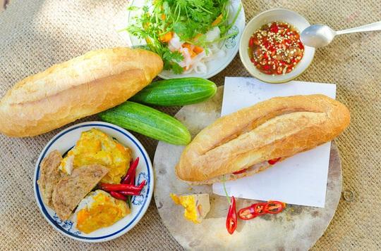 5 đặc sản bánh mì từ Bắc vào Nam - Ảnh 3.