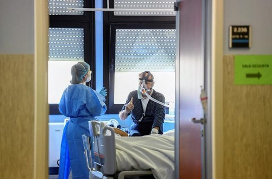 Covid-19: Bác sĩ Ý nói về trải nghiệm đau lòng nhất - Ảnh 1.