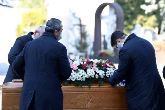 Covid-19: Những cái chết trong câm lặng - Ảnh 2.