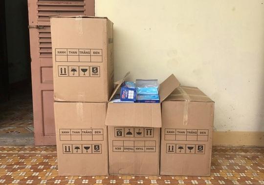 Đà Nẵng: Tạm giữ 10.000 khẩu trang không nguồn gốc trên đường tiêu thụ - Ảnh 1.