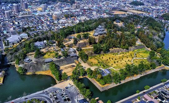 Vẻ đẹp lâu đài gỗ Nhật Bản - Ảnh 1.