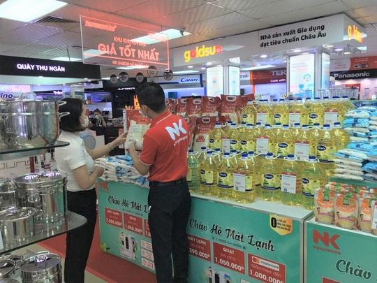 Điện máy Nguyễn Kim lấn sân bán gạo, muối, đường, dầu ăn… - Ảnh 2.