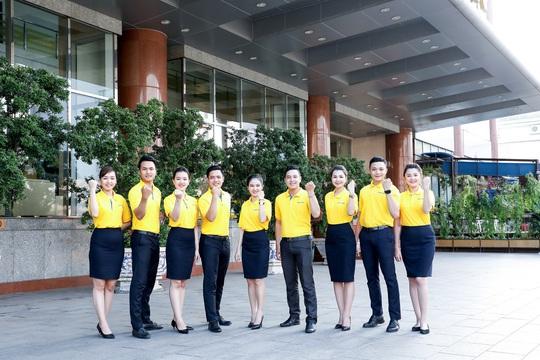 Nam A Bank tặng bảo hiểm sức khỏe Covid-19 cho cán bộ nhân viên - Ảnh 1.