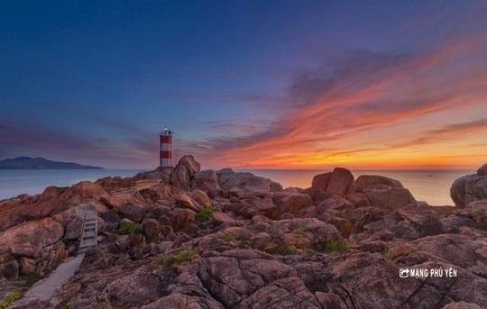 photo 2 1585118163664649935639 - Hải đăng Gành Đèn – Vẻ đẹp hoang sơ đến nao lòng