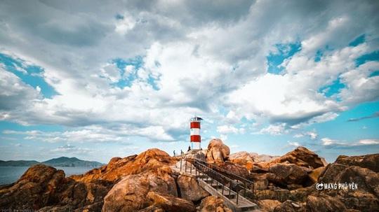 Hải đăng Gành Đèn – Vẻ đẹp hoang sơ đến nao lòng - Ảnh 4.