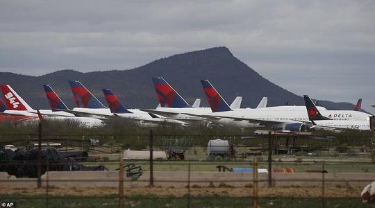 Hàng ngàn phi cơ nằm la liệt ở các sân bay trên thế giới - Ảnh 4.