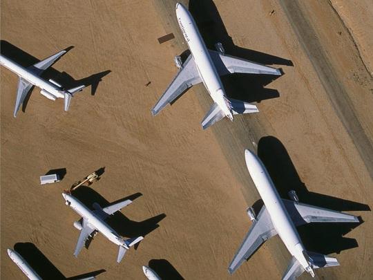 Hàng ngàn phi cơ nằm la liệt ở các sân bay trên thế giới - Ảnh 5.