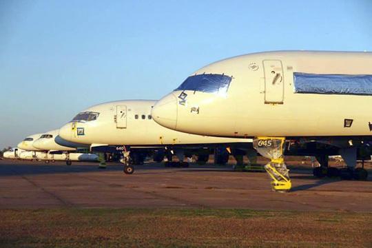 Hàng ngàn phi cơ nằm la liệt ở các sân bay trên thế giới - Ảnh 6.