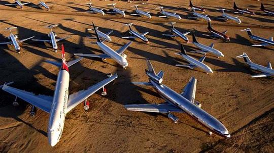 Hàng ngàn phi cơ nằm la liệt ở các sân bay trên thế giới - Ảnh 8.
