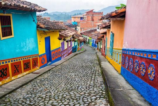 Những địa điểm rực rỡ sắc màu trên thế giới - Ảnh 7.