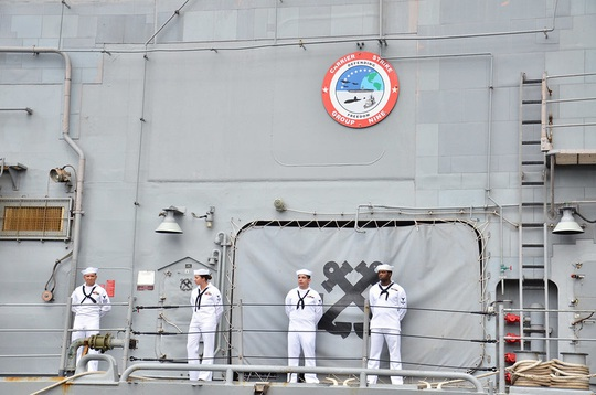 Người Phát ngôn trả lời câu hỏi về việc thuỷ thủ tàu sân bay USS Roosevelt mắc Covid-19 - Ảnh 1.