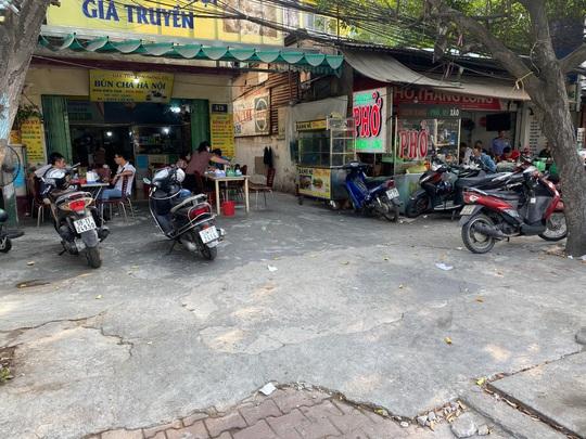 Nhiều quán ăn vẫn mở cửa bán kiếm đồng ra, đồng vào - Ảnh 6.