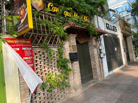 Nhiều quán ăn vẫn mở cửa bán kiếm đồng ra, đồng vào - Ảnh 2.