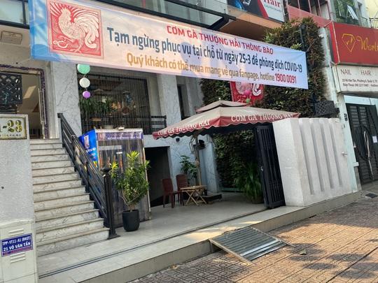 Nhiều quán ăn vẫn mở cửa bán kiếm đồng ra, đồng vào - Ảnh 1.