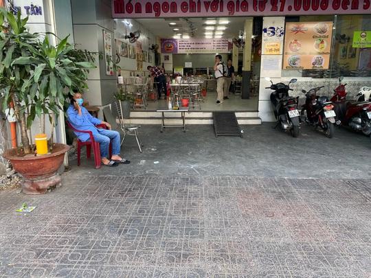 Nhiều quán ăn vẫn mở cửa bán kiếm đồng ra, đồng vào - Ảnh 7.