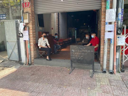 Nhiều quán ăn vẫn mở cửa bán kiếm đồng ra, đồng vào - Ảnh 10.