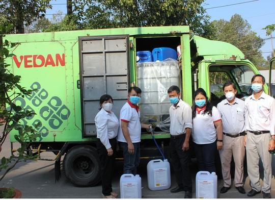 Vedan Việt Nam tài trợ 3.200 lít Javen khử trùng phòng chống dịch bệnh Covid-19 - Ảnh 2.