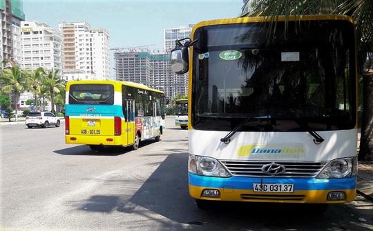 Đuổi khách giữa đường vì không trả tiền lẻ, 2 nhân viên xe buýt bị đình chỉ 15 ngày - Ảnh 1.