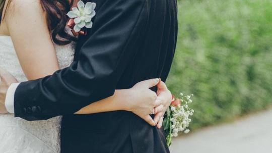 """Đám cưới mình phải """"tém"""" lại thôi anh - Ảnh 1."""