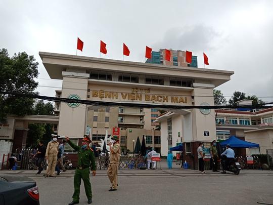 Chủ tịch Hà Nội: Chấm dứt cách ly y tế đối với ổ dịch Bệnh viện Bạch Mai từ Chủ nhật 12-4 - Ảnh 2.
