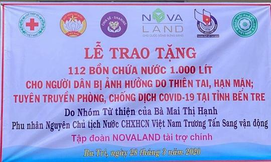 CLIP: Phu nhân Nguyên Chủ tịch nước Trương Tấn Sang mang niềm vui đến 8 tỉnh vùng hạn, mặn - Ảnh 17.