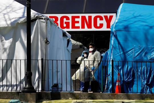 Covid-19: Số ca nhiễm ở Mỹ vượt 100.000, TT Trump ký gói cứu trợ 2.200 tỉ USD - Ảnh 2.
