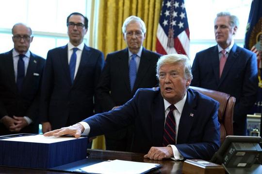 Covid-19: Số ca nhiễm ở Mỹ vượt 100.000, TT Trump ký gói cứu trợ 2.200 tỉ USD - Ảnh 3.