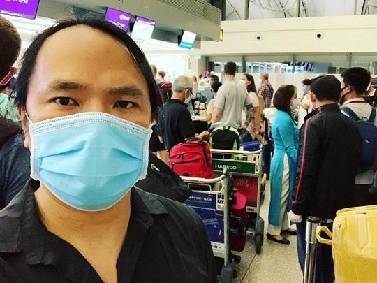 Khách Tây: Thà ở Việt Nam còn hơn về - Ảnh 3.