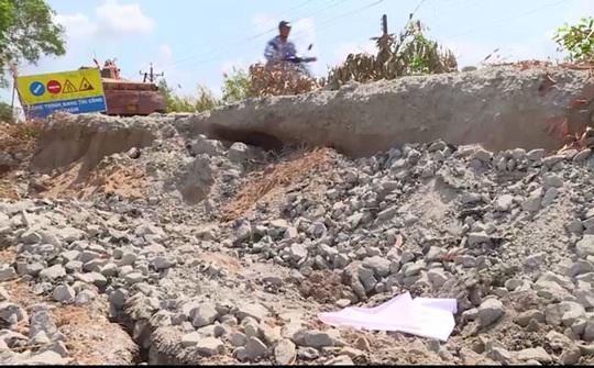 Kiên Giang: Sụt lún nhiều đoạn trên Tỉnh lộ 965 - Ảnh 1.