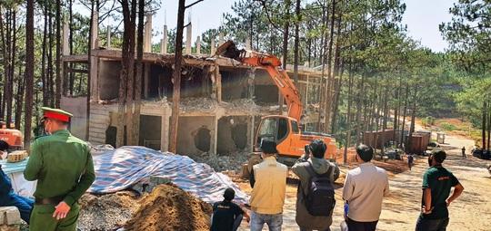 Đà Lạt cưỡng chế khu nghỉ dưỡng cao cấp băm nát hồ Tuyền Lâm - Ảnh 6.