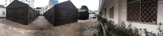 Quân đội dựng bệnh viện dã chiến trong Bệnh viện Bạch Mai - Ảnh 4.