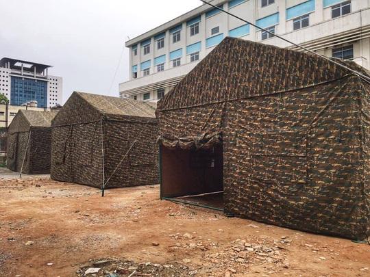 Quân đội dựng bệnh viện dã chiến trong Bệnh viện Bạch Mai - Ảnh 6.